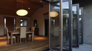 baie vitrée coulissante accordéon en bois-alu