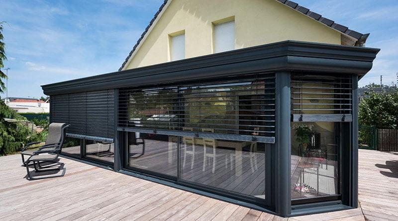protection solaire pour une véranda moderne équipée de bso